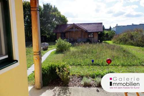 Attraktives Wohnhaus mit großem Garten in Holzriegelbauweise - Sackgasse
