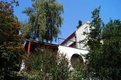 Lebenstraum für Individualisten: Architektonisch einzigartige Liegenschaftin absolut ruhiger Grün-Aussichtslage