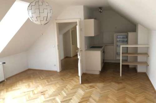 Dachgeschoss - 2 Zimmerwohnung am Stadtplatz zur Miete