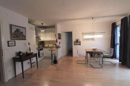 AIGEN: Hübsche und praktische 2-Zimmerwohnung mit großer Sonnenterrasse und TG-Stellplatz