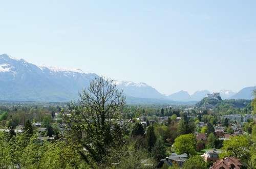 Postkarten-Panorama-Grundstück mit Berg- und Festungsblick