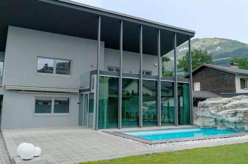 Wohnen in bester Gesellschaft! Villa mit Pool und  XL-Sonnendeck
