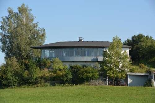 ARCHITEKTENVILLA IN HENNDORF a. WALLERSEE: Himmlische Aussichten mit Seeblick und Platz für alle!