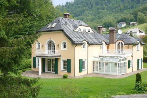 FIRST CLASS WOHNEN IN AIGEN! Großzügige Villa bietet Wohnvergnügen mit Klasse!