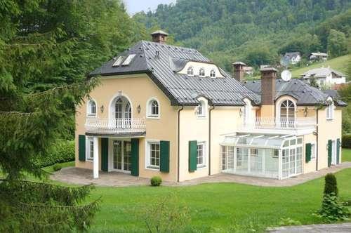 FIRST CLASS WOHNEN IN PARSCH! Großzügige Villa bietet Wohnvergnügen mit Klasse!