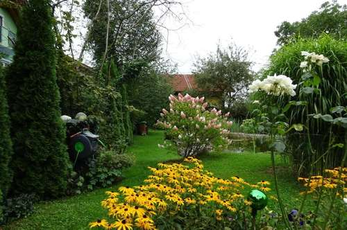 HOLZBLOCKHAUS mit großem Garten