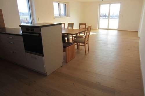 Exklusive 3 Zi.-Wohnung mit Terrasse und Carport