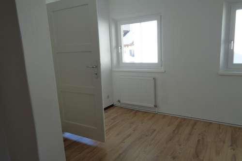 Büro oder Praxisräume im 1 OG. und kleine Wohnung im 2 OG.