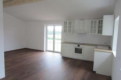ERSTBEZUG: helle 2 Zi.-Wohnung mit französischem Balkon