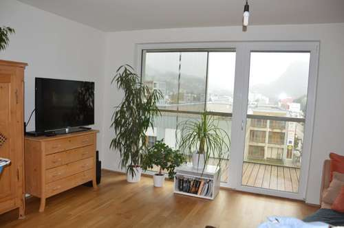Schöne, neuwertige 3 Zi-Whg mit riesigem Balkon