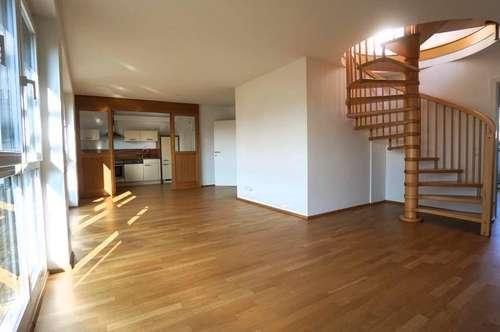 Einzigartige Penthousewohnung mit 93m² Dachterrasse, drei Balkonen, Parkplatz in guter Lage - SBG