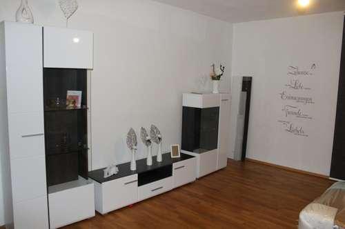 3 Zimmer Hochparterre Wohnung mit Terrasse und Zugang zum Allgemeingarten