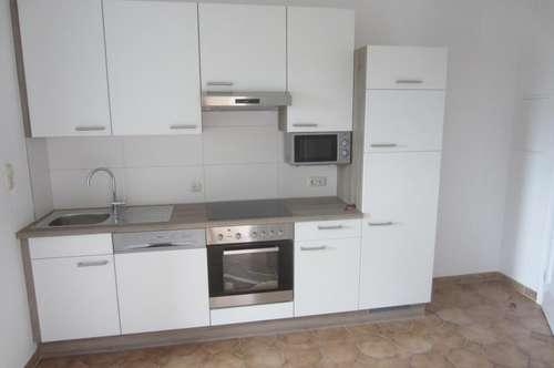 Neuwertige 3 Zi-Wohnung mit Loggia und Garage