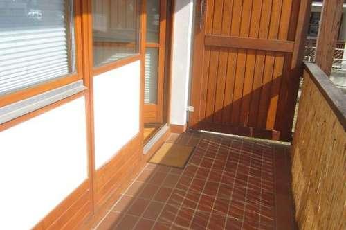 Wunderschöne 2 Zi.-Wohnung mit Balkon und TG