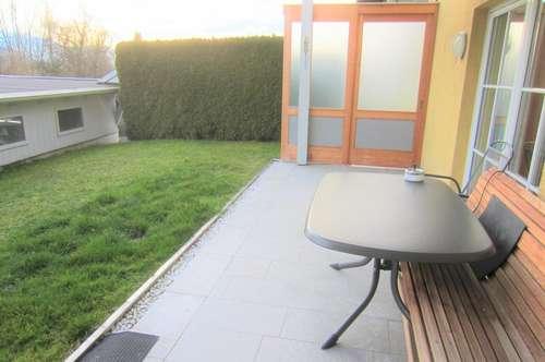 Neuwertige 3 Zi.-Garten-Wohnung mit Carport