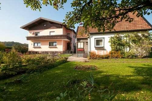 Sonniges Wohnhaus mit Nebengebäude im Zentrum von Lamprechtshausen