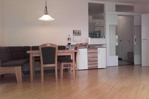 Moderne, gut ausgestattete 2-Zimmer-Loggien-Neubauwohnung mit Garagenplatz in schöner Grünlage