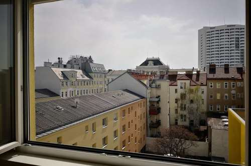 Unbefristet, Einkaufsmöglichkeit im Haus & die U-Bahn sehr nahe! 2 Zimmer mit Balkon, ab sofort!