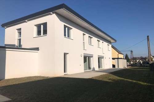 Nur noch 1 von 3: Schlüsselfertiges Einfamilienhaus mit großem Bad & Carport