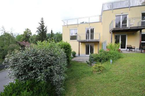 Reihenhaus am Rosenberg hinter WKO mit Tiefgaragenplatz und Garten