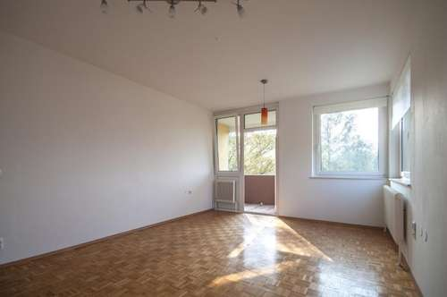 Gepflegte, helle 3-Zimmer-Wohnung mit Loggia und KFZ-Abstellplatz