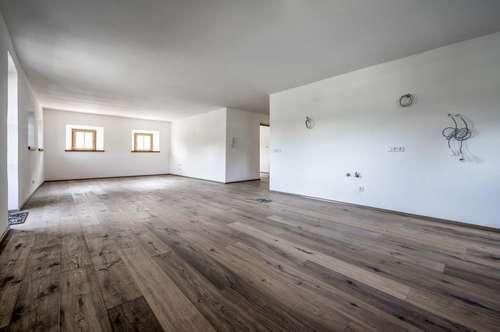 Exklusive Wohnung mit großer Loggia in einem kernsanierten ehemaligen Bauernhaus in Sonnenlage