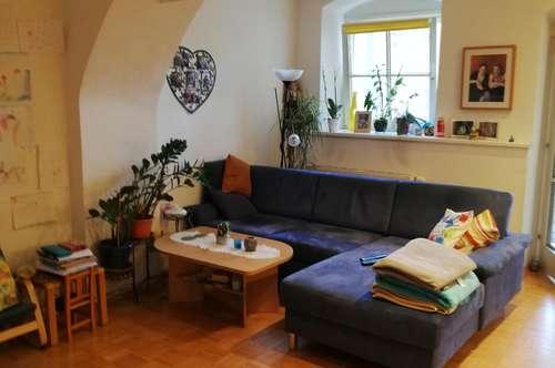 Anlageobjekt/Vermietet! Charmante Terrassenwohnung mit schöner Gewölbedecke