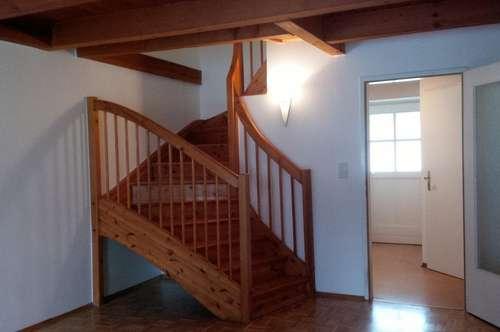 Besondere Ausstattung - Frisch renoviert! Schöne 2 Zimmer Wohnung/ Maisonette in zentraler Lage