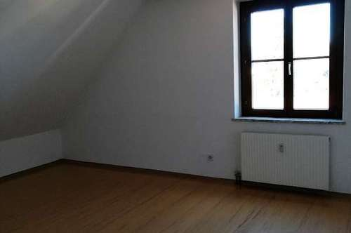 Gleinstätten: gepflegte Dachgeschoss Wohnung in zentraler Lage