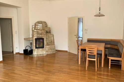 Helle, freundliche 2 Zimmer Altbauwohnung mit Balkon und Kachelofen