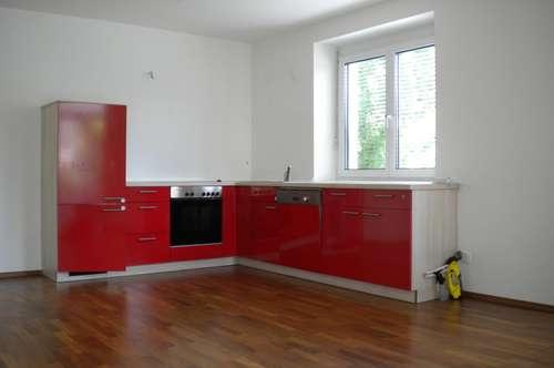 Sehr schöne, neuwertige 4 Zimmer Wohnung mit Wintergarten in zentraler Lage