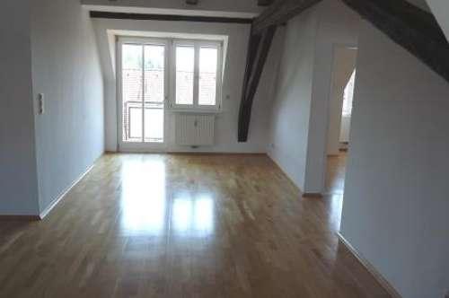 Moderne, helle 3 Zimmer Wohnung mit Balkon in zentraler Lage