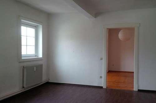 Helle 2 Zimmer Altbauwohnung in zentraler Lage