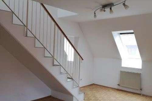 Helle, gepflegte und geräumige 4 Zimmer Wohnung / Maisonette
