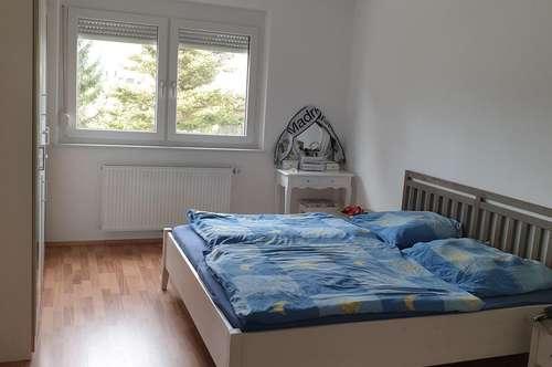 Neuwertige, helle 2 Zimmer Wohnung mit Balkon