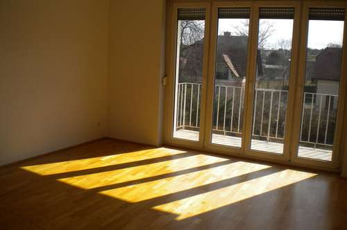 Gepflegte 2 Zimmer Wohnung mit Balkon in zentraler, ruhiger Lage