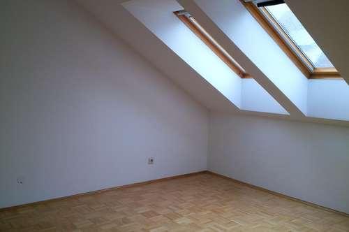 Deutschlandsberg: 3 Zimmer Wohnung mit Reihenhauscharakter in zentraler Lage