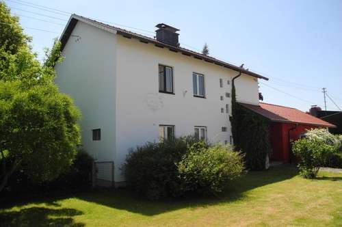 Einfamilienhaus mit Garage und Garten