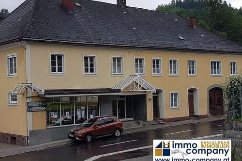 Geschäftshaus zum Ausbau für mehrere Wohnungen geeignet