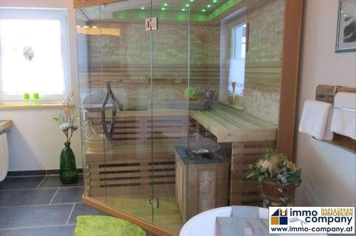 Im Bezirk Reutte - grenznah zu Füssen - steht dieses bezaubernde, außergewöhnliche Einfamilienhaus zum Verkauf.