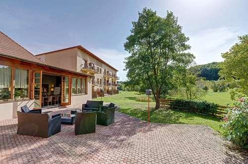 "Familienhotel + Neubau ""Teichoase"" + Tennis Center + Baugrundstück"