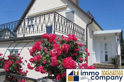 Gepflegtes, charmantes Haus in ruhiger Lage !! Schöner, sonniger Garten ! Sehr viel Potential !!