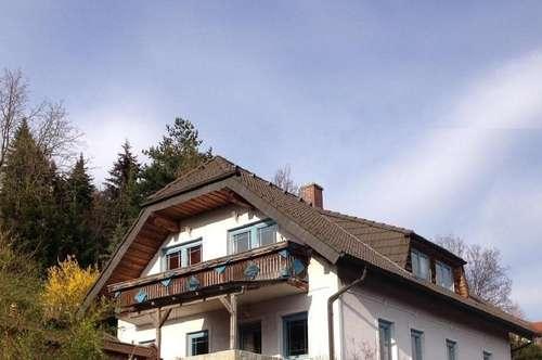 Großes Haus am Land, mit tollem Fernblick, in sonniger ruhiger Lage! Das Wochenende in Ruhe genießen.