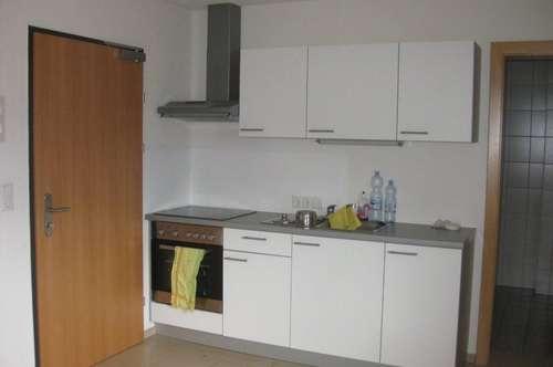 2-Zimmer-Wohnung mit Balkon und Autoabstellplatz im westlichen Mittelgebirge