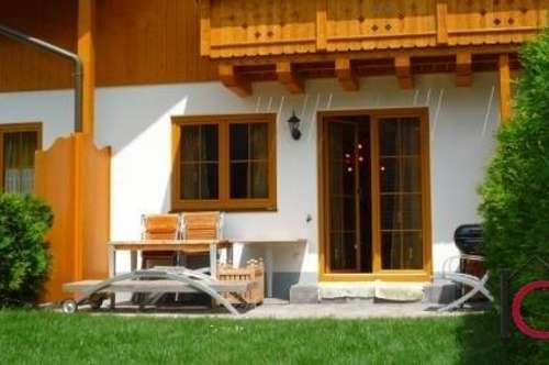 Wohnhaus / Reihenhaus mit Terrasse in herrlicher Grünlage