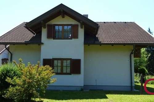 Großzügiges Einfamilienhaus mit Carport in sonniger und ruhiger Stadtrandlage
