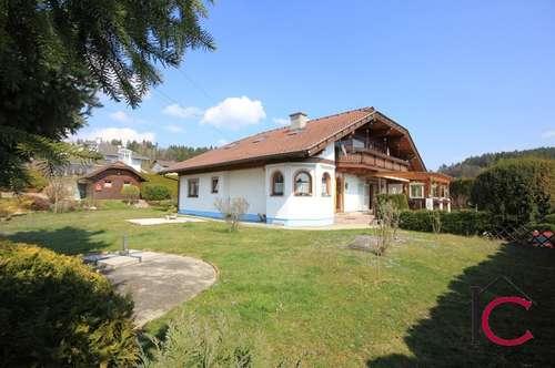 Gediegenes Landhaus mit Doppelgarage und Gartenholzhaus in sonniger und ruhiger Wohnlage