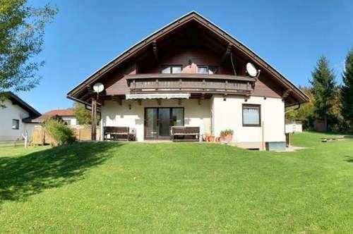 Sehr gepflegte Liegenschaft mit schönem Wohnhaus samt Einliegerwohnung und Garage in Aussichtslage