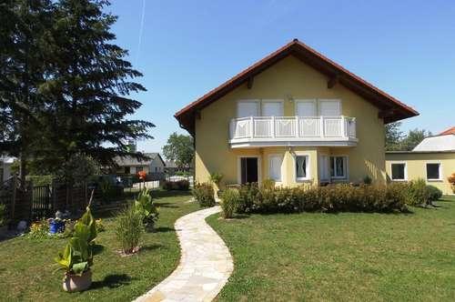 Tolles Einfamilienhaus mit schönem Garten und Doppelgarage