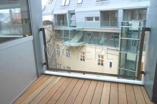 Moderne Dachgeschoßwohnung mit Balkon in schönem Stilhaus - unbefristet